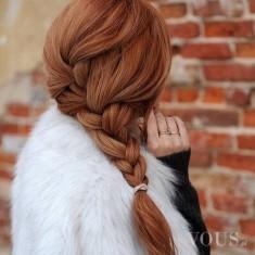 Rude włosy i piękny gruby warkocz