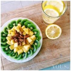 Pyszna przekąska owocowo orzechowa mniam plus woda z cytryną z samego rana