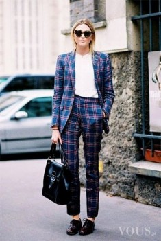 Garnitur damski w kratkę – elegancka stylizacja