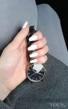 Zegarek czarny kobiecy pikowany – w sklepie OTIEN