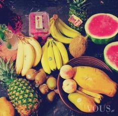 Idealne jedzenie, witarianizm, mnóstwo owoców (banan, arbuz, mango, melon, gruszka, ananas, papa ...