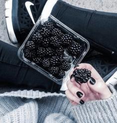 Idealna przekąska to jagody! Co powiesz na jeżyny?