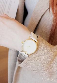 ZEGAREK BIAŁY EKSKLUZYWNY – ze sklepu OTIEN Śnieżno-biały, kobiecy zegarek. Wspaniała kope ...