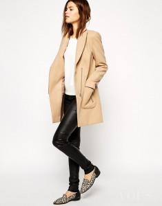 Beżowy / brązowy płaszczyk ASOS z panterkowymi butami / lordsy – panterka