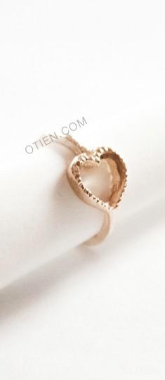 Śliczny złoty pierścionek serduszko ze sklepu OTIEN
