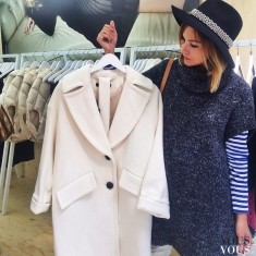 Biały płaszcz oversize