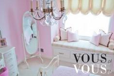 Śliczny różowy pokój dla małej księżniczki.