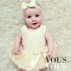 Mała strojnisia- śliczna dziewczynka w uroczej sukience