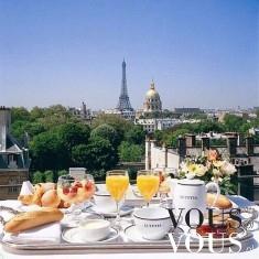 Wykwintne śniadanie z widokiem na Wieżę Eiffla