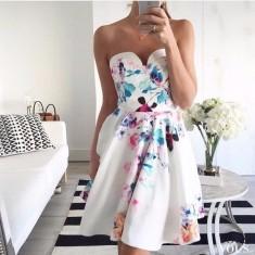 Biała sukienka w kwiaty bez ramiączek