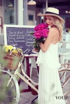 Urocza biała sukienka maksi