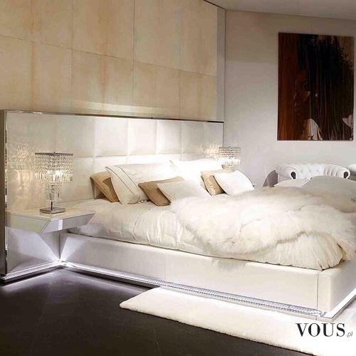 Duże łóżko Z Poduszkami Biała Pościel Stylowa Sypialnia