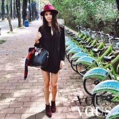 Na spacerze- czarna krótka sukienka i duża torba