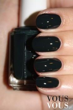 Śliczne czarne paznokcie- na rockowo