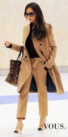 Brązowy komplet- luźny płaszcz i klasyczne spodnie w kantkę