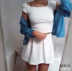 Biały komplet: bluzka i mini spódniczka