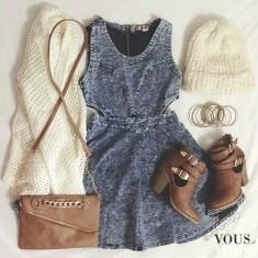 Sukienka z wycięciem w talii i zimowe wełniane dodatki