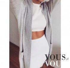 Krótki biały top z białą spódnicą i długim szarym sweterkiem