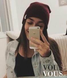 Selfie w mieszkaniu, kto z was nosi takie czapki? Macie iPhona?