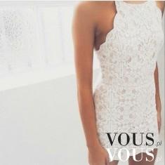 Biała dopasowana sukienka w koronkę, mini z koronki