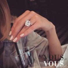 Piękny pierścionek na zaręczyny