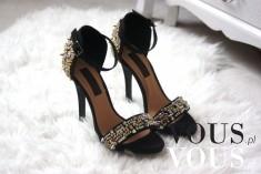 Piękne sandałki na obcasie z ozdobnymi małymi kamyczkami- idealne do eleganckiej sukni