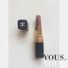 Szminka Chanel w brązowym kolorze.
