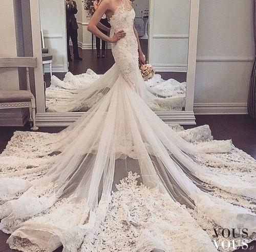 Suknia ślubna Z Długim Trenem Dopasowana Suknia ślubna Bez