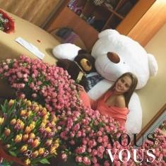 Kobieta wśród kwiatów- romantyczny prezent<3