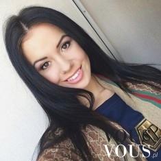 Uśmiechnięta brunetka