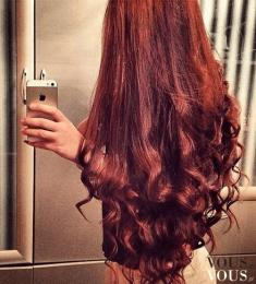 Hairburst efekty zdjęcia, piękne długie gęste rubinowe włosy