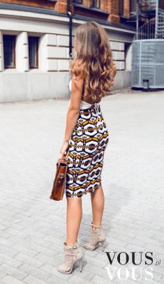Obcisła sukienka za kolano