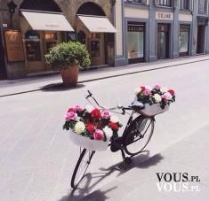 Stylowy rower z kwiatami