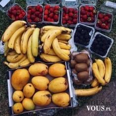 owoce prosto z targu, czy kupować owoce na targu, jakie owoce są zdrowe, czy banany są kaloryczne