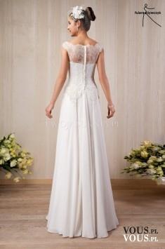 klasyczna suknia ślubna z koronką