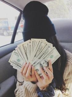 Przypływ gotówki. Kobieta z banknotami