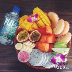 zdrowa dieta, woda i owoce egzotyczne