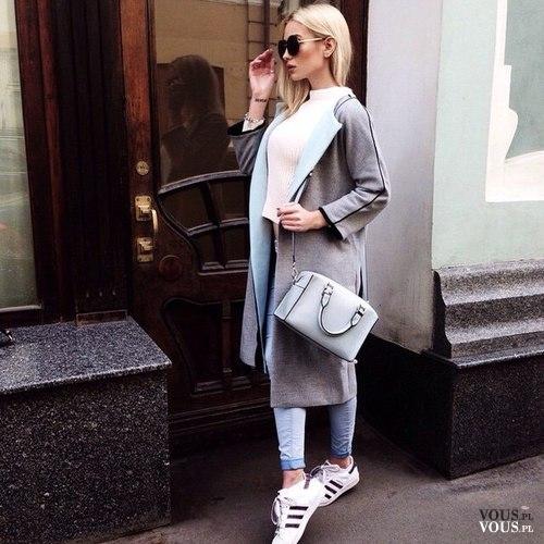 7ccdc01a18 Szary płaszcz i sportowe buty adidas. Modne i wygodne połączenie. Strój na  codzień