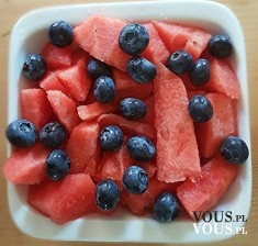 arbuz i jagody, owoce to podstawa diety wegetariańskiej