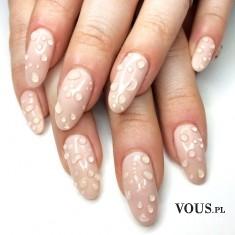 Długie paznokcie, manicure z wodą, krople wody na paznokciach