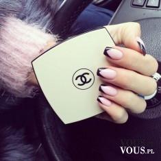 Prawie francuski manicure, różowo-czarne paznokcie