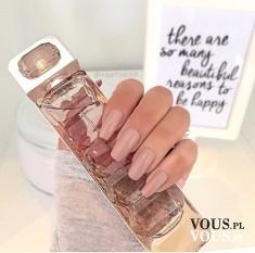 Przepiękne długie mocne paznokcie, cielisty lakier do paznokci to dobry pomysł?