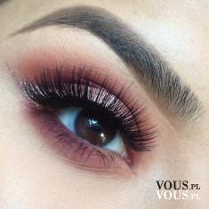 Śliwkowy cień do powiek, fioletowy make up, fioletowy makijaż oczu