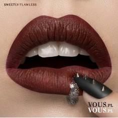 Ciemny kolor szminki, pomadka do ust w ciemnym kolorze, pełne usta