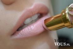 Delikatny różowy makijaż ust