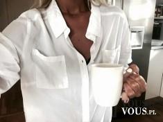 Biała koszula, kawa o poranku, biały kubek