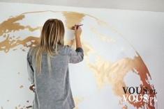 własnoręczne malowanie ścian, złota farba, tapeta na ścianę