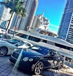 Ekskluzywne auta. Biały i czarny- który fajniejszy?