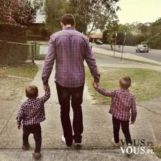 Tatuś z synkami-słodkie zdjęcie!