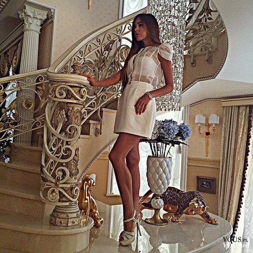 4b90c6e9a0 Seksowna krótka sukienka w kolorze ecru. Krótka sukienka z prześwitującą  górą